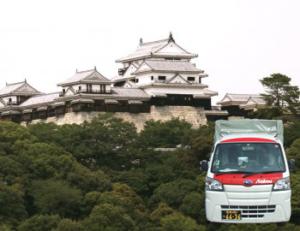 松山城と赤帽車